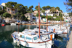 A quiet morning ... (ISO 69) Tags: calafiguera figuera cala spain spanien espana mallorca majorca bucht schiff morgen morning quiet ship boat