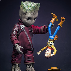 When Woody Met Tree (Jezbags) Tags: when woody met tree groot iamgroot babygroot toystory4 toystory toyphotography toy toys sideshow marvel marvelstudios hottoys guardiansofthegalaxy avengers