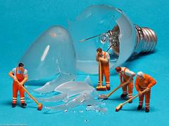 Macro Mondays #Danger (J.Weyerhäuser) Tags: danger 187 glas h0 macromonday preiser tinypeople