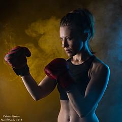 Marine : boxing - 03 (Photo(c)Mobile) Tags: studio boxe atelier modèle imagin portrait color canon model femme ef50mmf14 workshop shooting boxing couleur patman eos6dmarkii marinemoreteau france women lyon fr patrickmanoux auvergnerhônealpes photocmobile