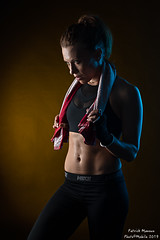Marine : boxing - 02 (Photo(c)Mobile) Tags: studio boxe atelier modèle imagin portrait france color canon model women lyon femme ef50mmf14 workshop shooting boxing fr couleur patman patrickmanoux auvergnerhônealpes photocmobile eos6dmarkii marinemoreteau
