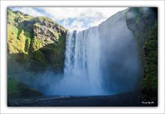 Cascada Skogafoss (marijeaguillo) Tags: cascada agua islandia montaña naturaleza