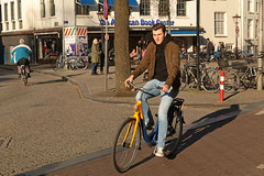 Spui - Amsterdam (Netherlands) (Meteorry) Tags: europe nederland netherlands holland paysbas noordholland amsterdam amsterdampeople candid streetscene people centrum centre center spui ovfiets ns man homme male guy bicyclette bicycle bike vélo cyclist dutch february 2019 meteorry
