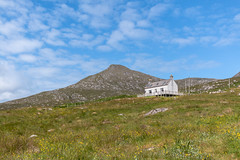 The house on the hill, Isle of Barra (Angus Duncan) Tags: heaval sheabhal barra barraisland isleofbarra hill mountain summit house houseonhill home cottage bothy scotland highlands islands hebrides outerhebrides hebridean westernisles eileanansiar