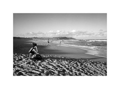 at the beach, Sydney 2018  #782 (lynnb's snaps) Tags: 35mm apx100 deewhy longreef rodinal bw beach blackandwhite film people rangefinder 2018 canonp canon50mmf18ltm agfaapx100 sydney australia coast girl sitting relaxing view sand shore rangefinderphotography rangefinderforum ltm bianconegro blackwhite biancoenero bianconero blancoynegro noiretblanc schwarzweis monochrome ishootfilm filmfilmforever filmneverdie