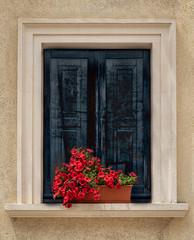 The streets of Lecce (Leaning Ladder) Tags: lecce italy italia puglia apulia windows flowers red canon 7dmkii leaningladder