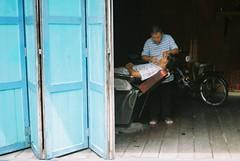 Crab Island (Chot_Touch) Tags: pulauketam selangor barber tradisional kualalumpur malaysia streetphotography kodakcolor200 canonprima