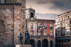 MERLU (Jaime A Ballestero) Tags: jaimea zamora plaza ayuntamiento nazarenos merlu escultura