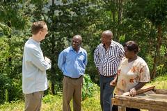 Klaus in talks with farmer Margaret Mwangi, Charles and Josphat (Coffee Collective) Tags: coffee kenya directtrade nyeri kieni mugaga karatina coffeecollective