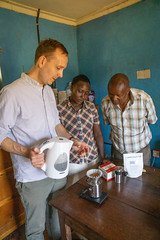 Brewing lesson on Kalita (Coffee Collective) Tags: coffee kenya directtrade nyeri kieni mugaga karatina coffeecollective