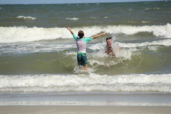 Alex (beach fun Hilton Head) (ToJoLa) Tags: canon canoneos60d summer southcarolina sc vakantie vacation zomer 2019 hiltonhead ocean fun water splash wave