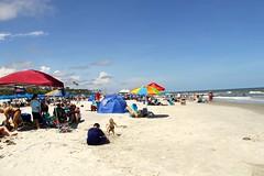 Beach view (Hilton Head) (ToJoLa) Tags: canon canoneos60d summer island southcarolina sc vakantie vacation zomer 2019 hiltonhead beach ocean sand cloud sky blue color kleuren people fun strand