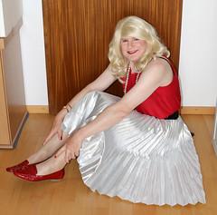 Vic_2343 (Victoria Reich 63) Tags: crossdresser crossdressing cder transgender transvestite travestie tgirl tranny femboy ladyboy shemale sissy feminization feminofilia mtf fetish pantyhose pantihosefetish tights strumpfhosen stockings pumps heels highheels pleatedskirt