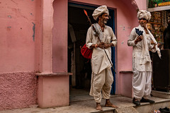 Conversation at the door of the guest house. Pushkar. Rajasthan. India (Tito Dalmau) Tags: street portrait two men rabari turbans white conversation gate guest house wall rose pushkar rajasthan india