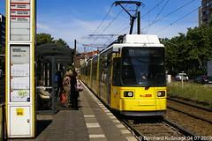 Europa, Deutschland, Berlin, Mitte, Mollstraße Ecke Otto-Braun-Straße (Bernhard Kußmagk) Tags: berlin deutschland europa mitte mollstrase ottobraunstrase europe bvg regelspur normalspur doppeltraktion gelenkwagen 1435mm standardgauge voienormale trolley tram streetcar tramway spårvagn tramvaj bonde tramvay tranvia trikk elétrico villamos tranvía sporvogn трамвай tramvia 路面電車 tramvai tramm spårväg 电车 strasenbahn sporvei τραμ 노면전차 有軌電車 kusmagk bernhardkusmagk raitioliikenne kussmagk bernhardkussmagk germany alemania tyskland allemagne germania alemanha duitsland 德國 독일 jerman ドイツ 德国 almanya niemcy njemačka saksa németország saksamaa германия nemecko γερμανία німеччина gtno arrêt tramstop haltestelle trolleystop streetcarstop