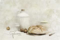 vesper (Ephorea) Tags: stilllife kitchen white interior decoration food pottery texture