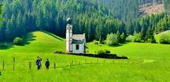 Ranui (Val de Funes, Alto Adige, It) – Chiesetta  San Giovanni (caminanteK) Tags: ranui valdifunes italia altoadige trentino dolomitas vert chiesetta südtirol juanrulfo stnading shot