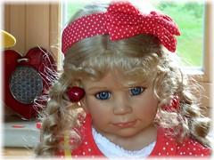 Ohrringe einfach zum Anbeißen ! ;-) / Earrings looking scrumptious ! ;-) (ursula.valtiner) Tags: puppe doll bärbel künstlerpuppe masterpiecedoll kirschen cherries ohrringe earrings