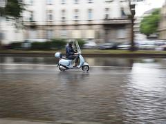 Quanta fretta, ma dove corri III (VauGio) Tags: rain olympuspenf penf pioggia motorin motorino scooter torino turin panning lacittàmetropolitanaditorinovistadavoi
