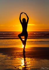 Equilibrio ~ (moisesponce1) Tags: yoga sol naturaleza namaste atardecer sunset playa beach iloca chile equilibrio relajacion relax postura maule regiondelmaule
