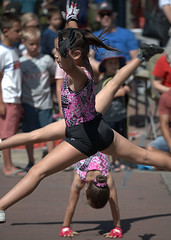Gymnastic Girls (Scott 97006) Tags: girls athletic stylish performance parade kids acrobatic gymnastic