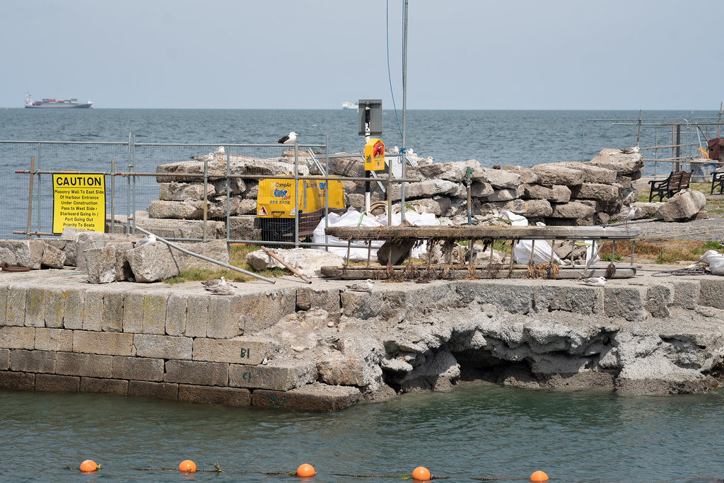BULLOCK HARBOUR [ONE OF TWO HARBOURS IN DALKEY]-154031