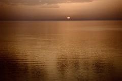 Ora ti vedo (michele.palombi) Tags: ektar100 kodak film35mm analogic ombre mediterraneo sunrise