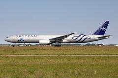PH-BVD KLM Royal Dutch Airlines Boeing 777-306(ER) (buchroeder.paul) Tags: eham ams amsterdam schiphol airport flughafen the netherlands niederlande europe europa ground boden phbvd klm royal dutch airlines boeing 777306er
