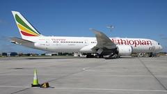 ET-AUQ parked in Dublin (Dub ramp) Tags: dublin airport boeing dub ethiopian 787 b787 dreamliner boeing787 eidw b789 b787900 etauq