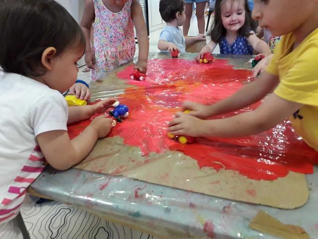 Photo 2 - Activité peinture à la crèche familial