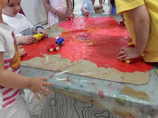 Photo 1 - Activité peinture à la crèche familiale