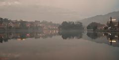 Lago en Sapa (Vietnam). (Carlos Arriero) Tags: sapa vietnam lago lake agua water reflections reflejos viajar travel city cityscape landscape paisaje natgeo fineart carlosarriero nikon d800e 35mmf18 tamron amazing