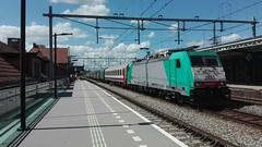 Lineas 2833, Deventer (Jona Brans) Tags: deventer lineas nmbs i6i10 traxx br186 186 2800 alpha trains 2833 186225 czechxpress uc unitcargo dv station staalwagens containers tsjechië