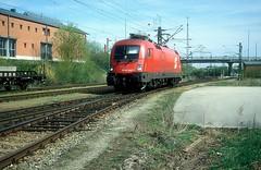 1016 049  München - Nord  22.04.04 (w. + h. brutzer) Tags: münchennord eisenbahn eisenbahnen train trains österreich austria elok eloks taurus railway lokomotive locomotive zug öbb 1016 webru analog nikon