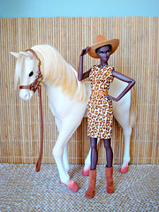 Photoshoot with horse (Deejay Bafaroy) Tags: fashion royalty fr integrity toys doll puppe adele makeda timeless black schwarz portrait porträt barbie dress kleid animalprint hat hut beige brown braun ourgeneration horse pferd foal fohlen miniature miniatur playscale 16 scale palamino