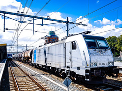 LINΞΛS 186 294-5 met Saxonia Express wachtend @ 'S Hertogenbosch (Avinash Chotkan) Tags: lineas br186 bombardier traxx saxoniaexpress trains cargo railpool trainstation netherlands