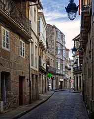 Rúa do Comercio, casco antiguo de Chantada (Lugo) (Miguelanxo57) Tags: calle arquitectura casas cascoantiguo ribeirasacra chantada lugo galicia