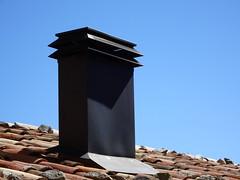 Travesseres (La Cerdanya) (visol) Tags: xemeneies xememeie xemeneie xemeneia tximinia chimneys cheminées chimeneas camino chamine catalunya catalogne catalonia cataluña chimney camini barbacana tejados teulades tejas tejado teulas teulat tickedtabby roofs rooftops
