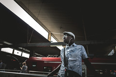 Laid back man wearing white hat waiting (Diggoar) Tags: street streetphotography streetscene ricohgr ricoh 28mm trainstation candid candidportrait urban urbandocumentaryphotography düsseldorf hbf