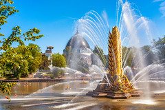 Fountain Golden Ear on VDNH pond (Moscow, Russia, 2019) (KonstEv) Tags: fountain moscow russia pond lake river water sky vdnh фонтан золотой колос вднх москва россия вода озеро пруд река ear golden zeiss makroplanar павильон pavilion architecture архитектура выставка exhibition