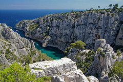 Les Calanques (Tjaldur66) Tags: sea seashore coast coastline rocks cliffs mediterranean bay view lookout outdoor hiking france southernfrance côtedazur cassis landscape scenery colourful