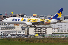 "Skymark Airlines B737-800(WL) JA73NR ""Hanshin Tigers"" 001 (A.S. Kevin N.V.M.M. Chung) Tags: fukuoka fuk aviation aircraft aeroplane airport airlines plane spotting boeing b737 b737800wl speciallivery landing"