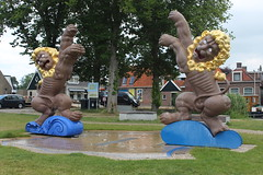 The Lion Fountain at the Klamearehaven (Davydutchy) Tags: warkum workum fryslân friesland frisia frise nederland netherlands niederlande paysbas holland fontein fountain brunnen fontaine 11fountains cultural capital culturele hoofdstad 2018 leeuw leeuwen lion löwe sculpture sculptuur skulptur beeldhouwwerk beeld sculptor art artist kunst cornelia parker uk klamearehaven july 2019