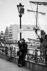Kissing couple (in explore) (Michael Erhardsson) Tags: street streetphotography life gdansk poland polen resa 2019 old town