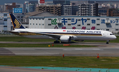 SINGAPORE AIRLINES B787-10 DREAMLINER 9V-SCC 001 (A.S. Kevin N.V.M.M. Chung) Tags: aviation aircraft aeroplane airport airlines apron boeing b787 b78710 dreamliner singapore sq b78x fuk fukuoka taxiing runw runway