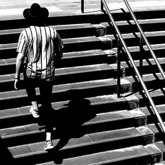 Line set (pascalcolin1) Tags: paris homme man lines lignes rayures stripes escalier staircase steps marches chapeau hat chemise shirt lumière light photoderue streetview urbanarte noiretblanc blackandwhite photopascalcolin 50mm canon50mm canon