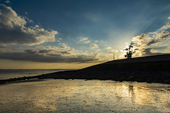 Kruiningen (Omroep Zeeland) Tags: kruiningen de punt kustlicht strekdam westerschelde wolkenlucht zonnestralen slik laag water eb