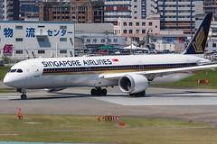SINGAPORE AIRLINES B787-10 DREAMLINER 9V-SCC 003 (A.S. Kevin N.V.M.M. Chung) Tags: aviation aircraft aeroplane airport airlines apron boeing b787 b78710 dreamliner singapore sq b78x fuk fukuoka closeup runw runway