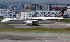 SINGAPORE AIRLINES B787-10 DREAMLINER 9V-SCC 0041 (A.S. Kevin N.V.M.M. Chung) Tags: aviation aircraft aeroplane airport airlines apron boeing b787 b78710 dreamliner singapore sq b78x fuk fukuoka beacon runw runway