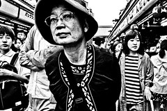 Asakusa Moment (Victor Borst) Tags: street streetphotography streetlife reallife real realpeople asian asia asians faces face candid travel travelling trip traveling traffic urban urbanroots urbanjungle blackandwhite bw mono monotone monochrome woman lady female japan japanese asakusa tokyo fuji fujifilm xpro2 expression expressions